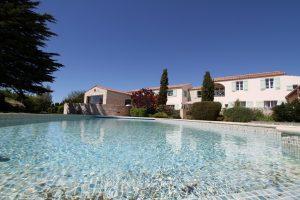 Maison fourasine avec piscine chauffée